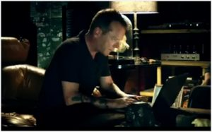 [Sponsored Video] Kiefer Sutherland likes Acer Aspire S5 Ultrabook for making cupcakes