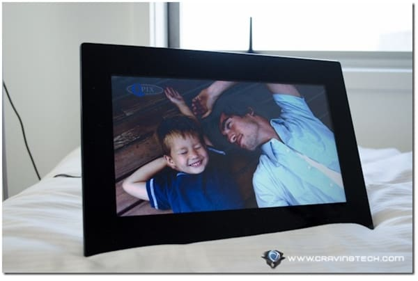 QPix digital photo frame