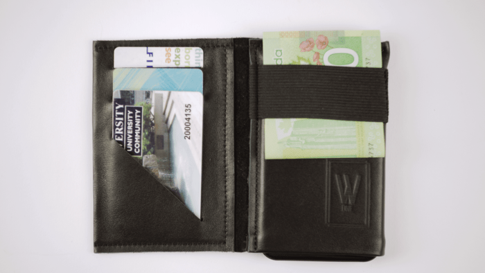 Wallet with battery