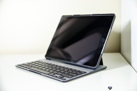 Belkin QODE Ultimate Lite iPad Keyboard Case-9