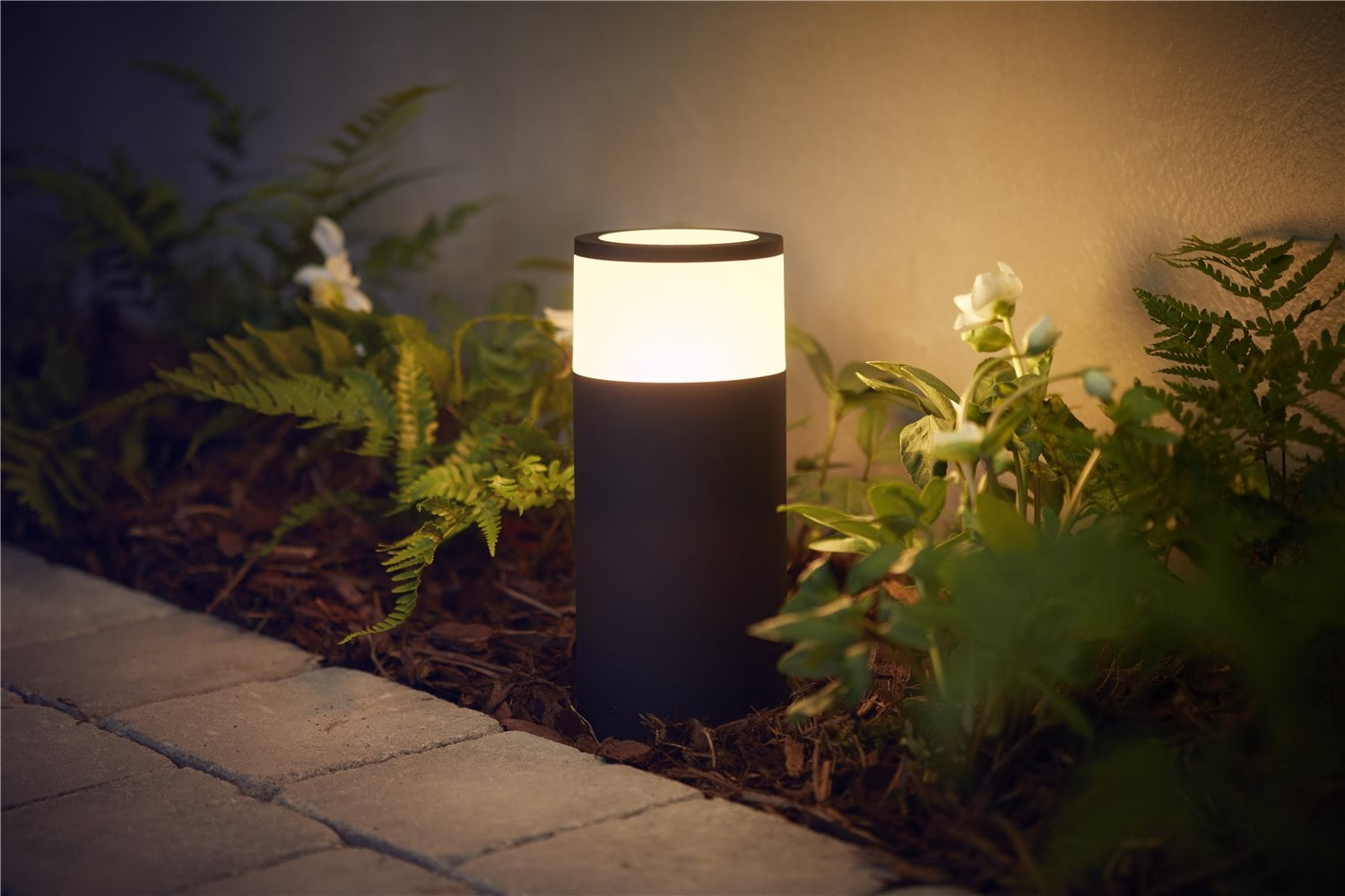 Philips Hue outdoor_Calla pedestal