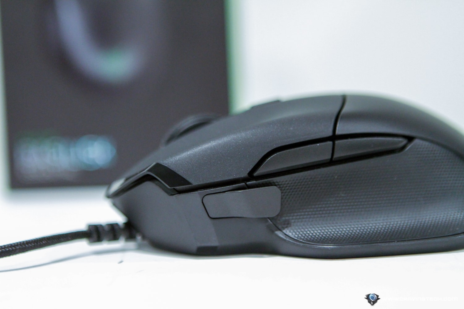 Razer Basilisk Essential paddle design