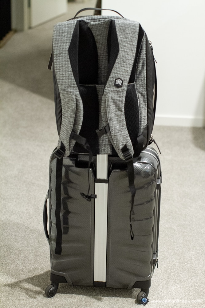 STM-Myth-Backpack-18L luggage pass through