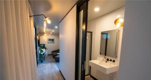 OPPO 5G Hotel Shower Toilet