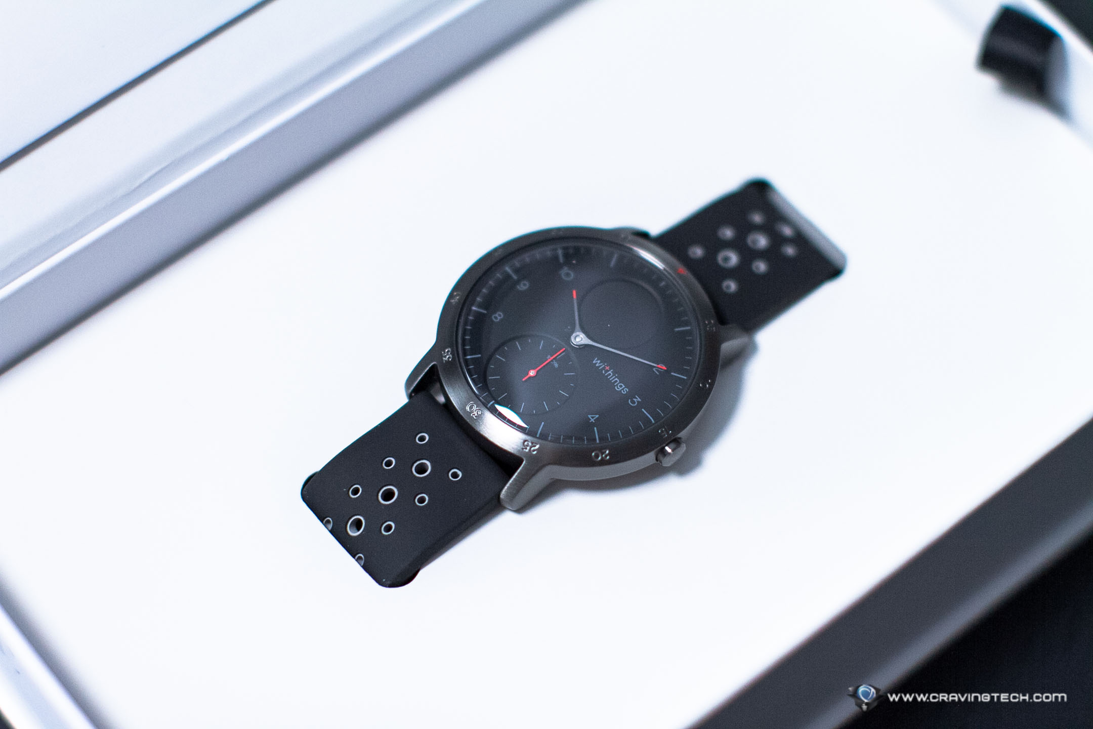 A fine looking hybrid smartwatch – Withings Steel HR Sport Review