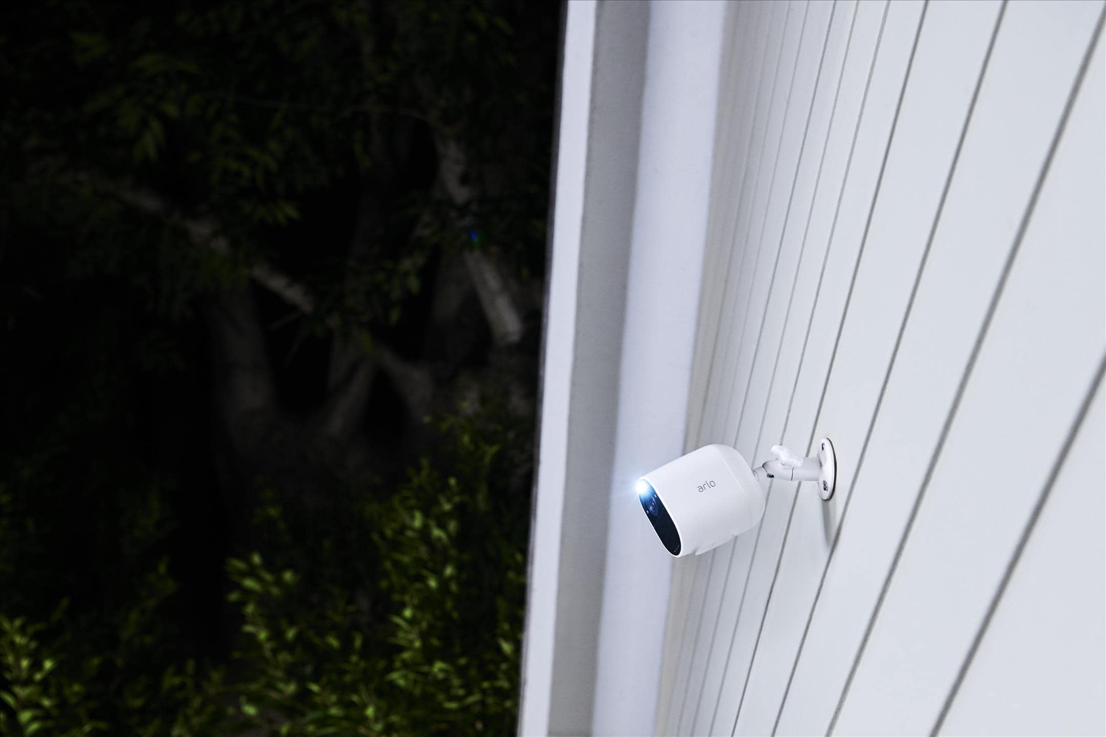 Most affordable Arlo wireless security camera with a spotlight? Arlo Essential Spotlight Review