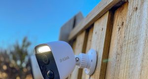 D-Link-Full-HD-Outdoor-Wi-Fi-Spotlight-Camera-3-2