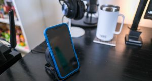 Belkin-BOOSTCHARGE-Wireless-Charging-Stand-and-Speaker-5