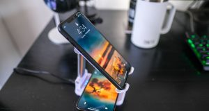 KIKR-S1-Charging-Stand-Dual-Wireless-Charger-Review