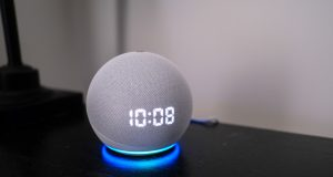 Amazon-Echo-Dot-with-Clock-4th-Gen-Review