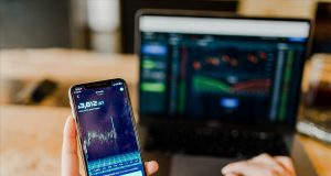 Cryptocurrency-app-and-laptop